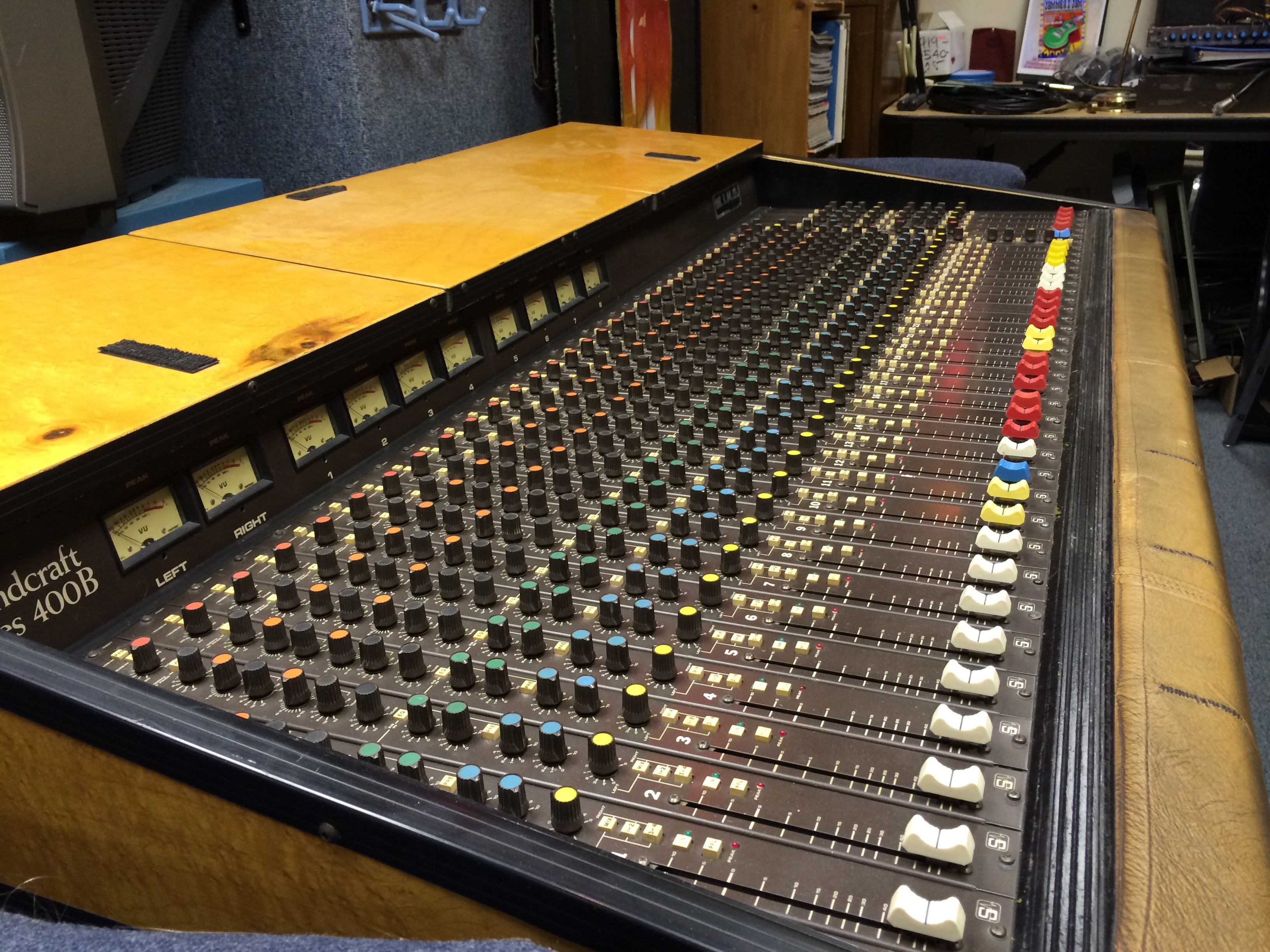 Soundcraft 400b Mixing Console With M I N E Flight Case